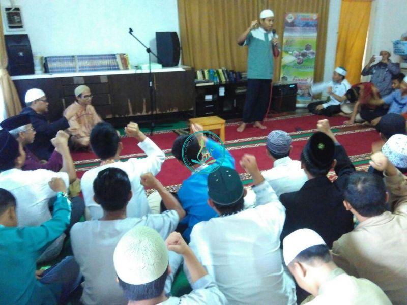 Acara penutupan Dauroh 40 hari hafal Qur'an dan Terjemahnya angkatan 12 yang dipimpin oleh MC Ust. Hakim.