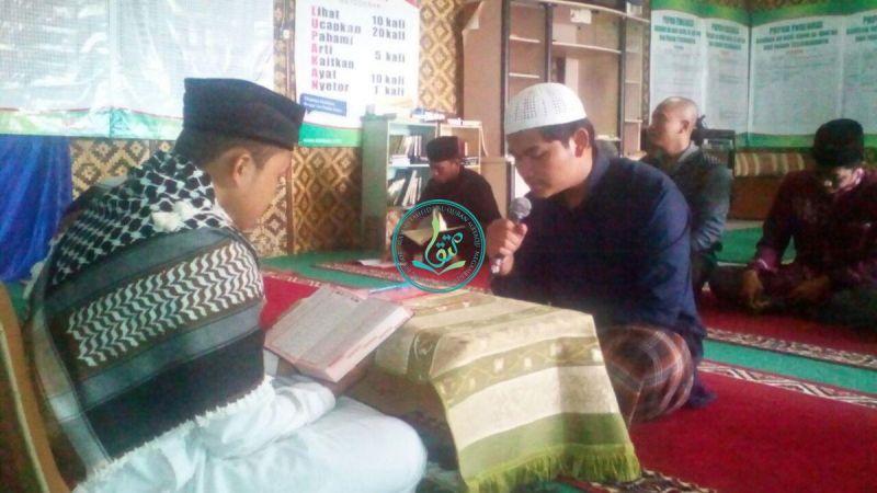 Fandi Ahmad (kanan-memegang mic), 18 tahun, Demak, Jawa Tengah