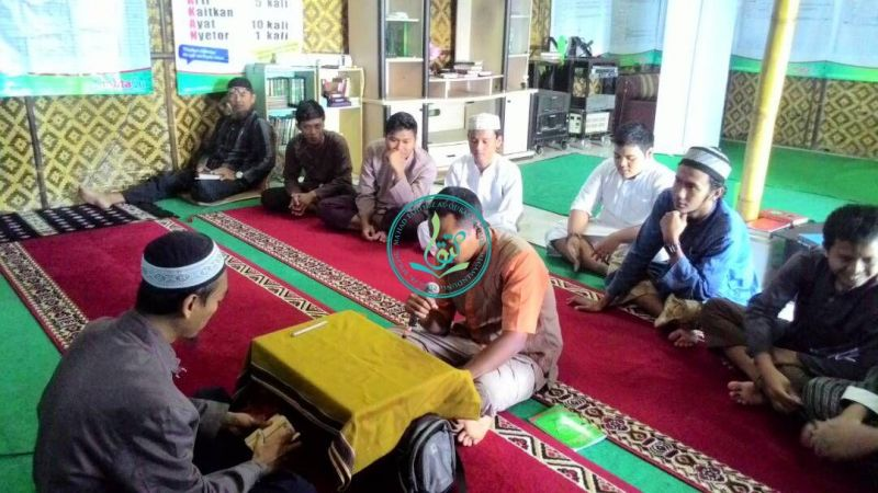 Abu Musa Al-Asy'ari (memegang mic), 32 tahun, asal Tangerang, Banten