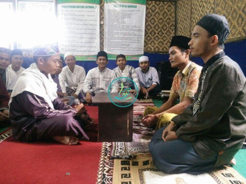 Lutfi Fakhrurozi, 17 Tahun, Asal Tangerang, Banten (Kiri-bersorban putih)