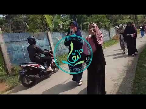 Kegiatan 17 Agustus 2017 Santri Putri MataQu: Pawai Bersama (II/III)