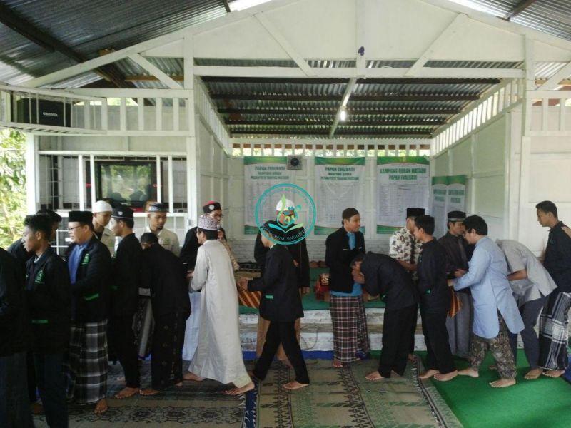 Para-peserta-dan-manajemen-dauroh-bersalam-salaman-03