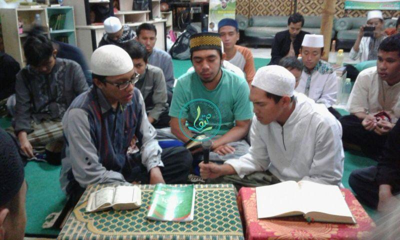muhammad-syakir-memegang-microphone-daqu-angkatan-4