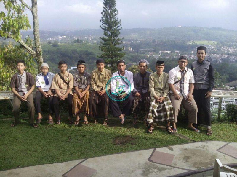 para-peserta-dauroh-quran-angkatan-6-berfoto-bersama-02